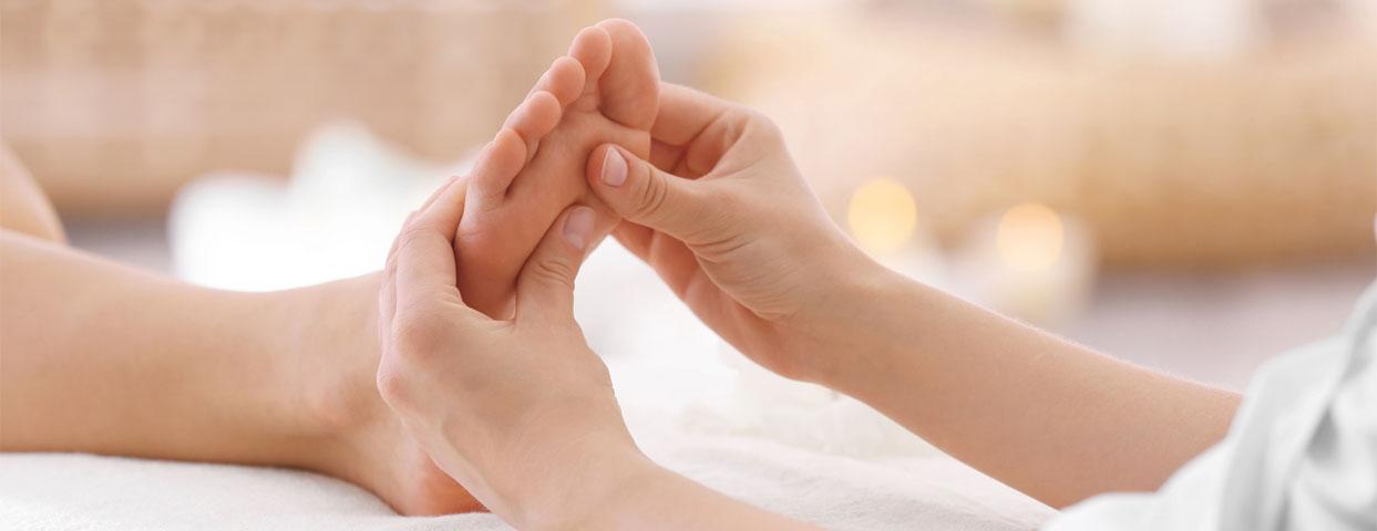 Лечебный массаж стоп в медцентре
